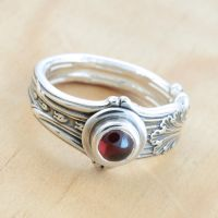 Spoon Ring w Garnet by metalsmitten