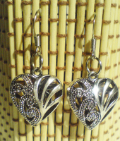 Filigree metal hearts earrings by mosquitone