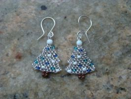 Silver christmas tree earrings by jasmin7