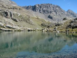 Mountain's reflect in the lake by Momotte2