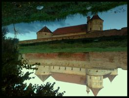 Fagaras Fortress by souldandhappiness