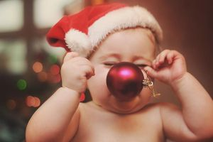 moment.. when drop her christmas ball by Burder