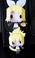 Kagamine Rin + Len - Papercrafts by Aninsey