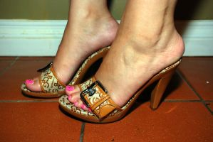 Shoes and pink polish by Fetphog