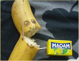 BANANA EATS MAOAM by FakeDonut