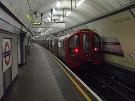 Victoria Line I by swirlythingy