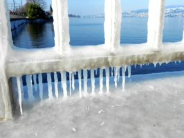 Lake Zurich: Iced railing by Tabascofanatikerin