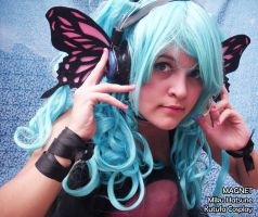 MIKU HATSUNE MAGNET COSPLAY by Omegaloids