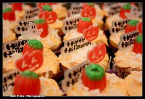 Happy Halloween Cup Cakes by mp26