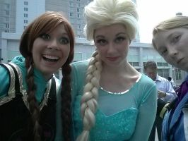Frozen selfie - Animazement2014 by Kira-Kat
