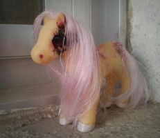 ZALGO  Fluttershy Custom by Riftress