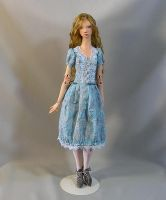 Alice standing by MarynaS