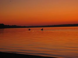 Sunset Kayakers - Picture by Capitaine-Jaf