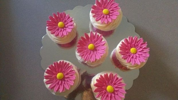 Flower Cupcakes by Paypay101