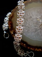 Celtic Labyrinth micromaille 3 by Narrina