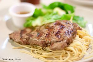 Sirloin steak on aglio olio by patchow