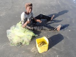 Fisher who are just fixed his net the Gambia by slingeraar