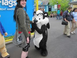 Pepe Le Pew Proposes by Light-To-Darkness