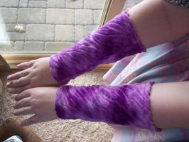 PuRpLiCiOuS TiGeR Armwarmers by antic-cafe