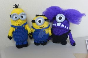 Despicable Me Minions and Evil Minion (crochet) by lillybearbutt