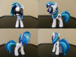 Vinyl Scratch Custom by Rion-Noire