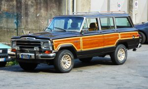 Jeep Grand Wagoneer 5.9 l AMC V8 by GladiatorRomanus