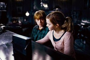Hermione and Ron by twilightpurelove