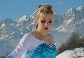 No Right No Wrong No Rules For Me (Elsa Cosplay) by GlowingSnow