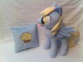 Derpy and her muffin pillow by PlanetPlush