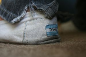 TOMS. by alonebutloved