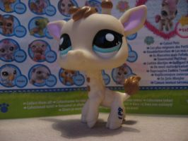 Littlest pet shop giraffe 2447 by Twilightberry