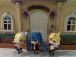 Rin, Miku, and Len in front of house by margarethere