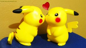 Pika-Love by incubo-alex