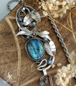 Dragonfly silver necklace with labradorite by JuliaKotreJewelry