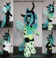Queen Chrysalis (standing) by agatrix