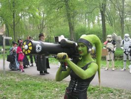 Twi'lek with big big gun by Applenaut