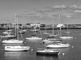 Harbor of Howth by UdoChristmann