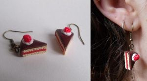 Strawberry cake earrings by curry-brocoli