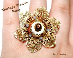 Vintage Flower Ring by Hyo-pon