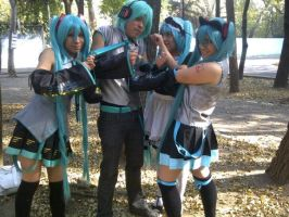 Vocaloid cosplay: Mikus VS Mikuo by ROYAL1105