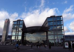 Berlin Main Station by evionn