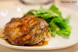 Grilled chicken on aglio olio by patchow