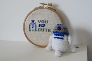 R2D2 cross stitch and amigurumi by Ahookamigurumi
