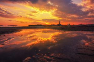 The Sunset in the Mirror by LinsenSchuss
