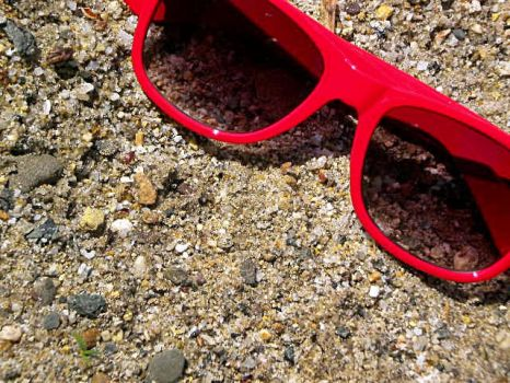Red Glasses in the Sand by HewwoMelissa