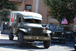 1944 American ambulance Dodge and Jeep by A1Z2E3R
