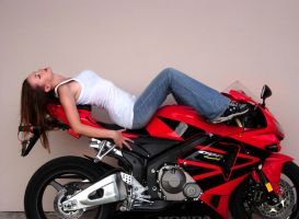 Me on Honda cbr600rr by laracroft