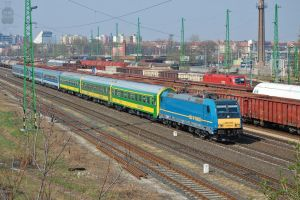 480 003 with IC train in Gyor-gyarvaros by morpheus880223