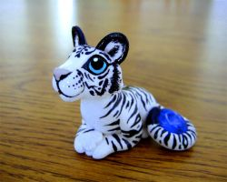 White Tiger with Sapphire by DragonsAndBeasties