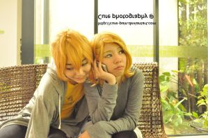 Vocaloid Casual - Rin x Len. by cure-pain